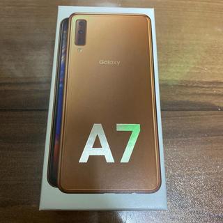 Galaxy A7 64GB ゴールド(スマートフォン本体)