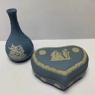 ウェッジウッド(WEDGWOOD)のウェッジウッド アンティーク小物入れ&花瓶 セット(花瓶)