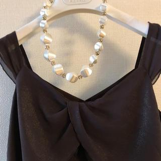 アトリエサブ(ATELIER SAB)のネックレス付きブラウンのトップス(カットソー(半袖/袖なし))