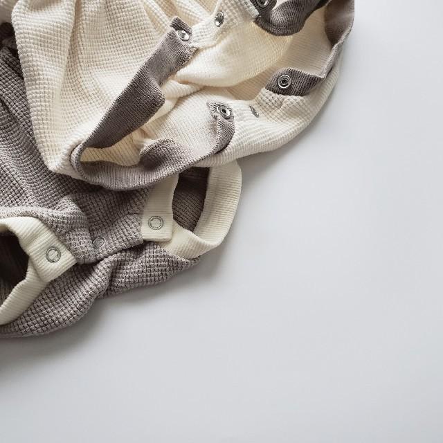 バイカラーワッフルロンパース mini power ベビーサロペット 韓国 キッズ/ベビー/マタニティのベビー服(~85cm)(ロンパース)の商品写真