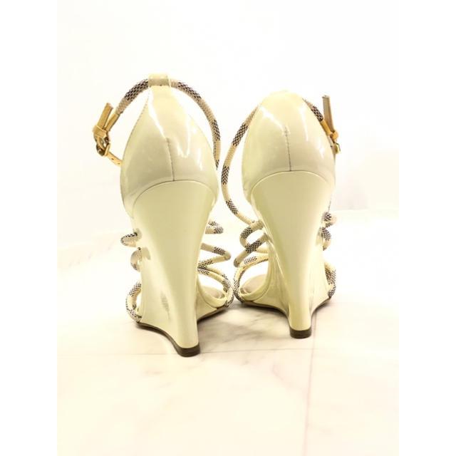 LOUIS VUITTON(ルイヴィトン)のLOUIS VUITTON ハイヒールVer. 夏の足元はゴールド煌めくアズール レディースの靴/シューズ(サンダル)の商品写真