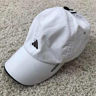 アディダス(adidas)の【adidas】男児キャップ 帽子 白×黒 サイズ調整可(帽子)