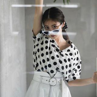 レディアゼル(REDYAZEL)のレディアゼル ドットシャツ(シャツ/ブラウス(半袖/袖なし))
