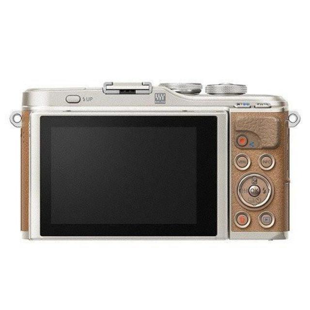 OLYMPUS(オリンパス)のOLYMPUS ミラーレス一眼 PEN E-PL9 ダブルズームキット ブラウン スマホ/家電/カメラのカメラ(ミラーレス一眼)の商品写真