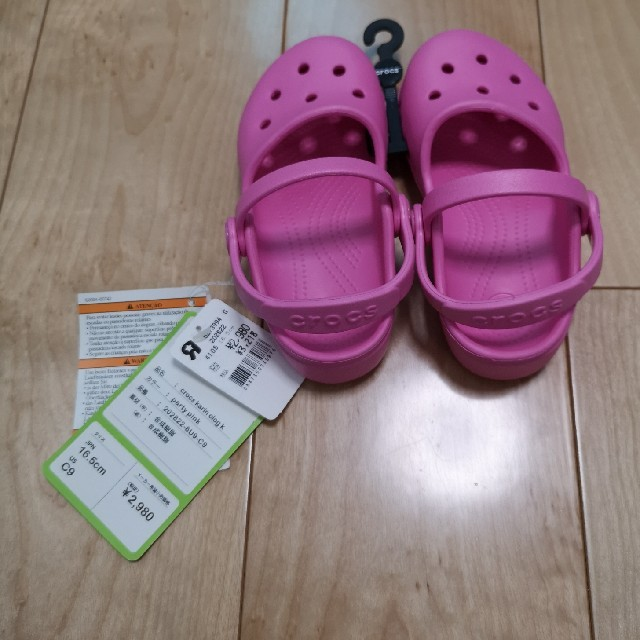 crocs(クロックス)の【crocs】ピンク サンダル(C9/16.5㎝) タグ付新品 キッズ/ベビー/マタニティのキッズ靴/シューズ(15cm~)(サンダル)の商品写真