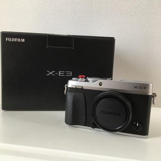 フジフイルム(富士フイルム)のFUJI FILM X-E3 ボディ シルバー 新品同様(ミラーレス一眼)
