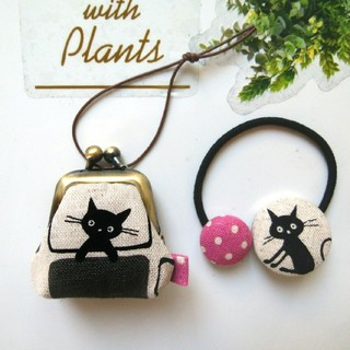 ミニ豆がま口☘️(コイン・ピルケース)窓辺の黒猫(グレー・ピンク) ヘアゴム付き(ポーチ)