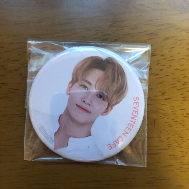 SEVENTEEN(セブンティーン)のSEVENTEEN ジョンハン 缶バッジ エンタメ/ホビーのCD(K-POP/アジア)の商品写真
