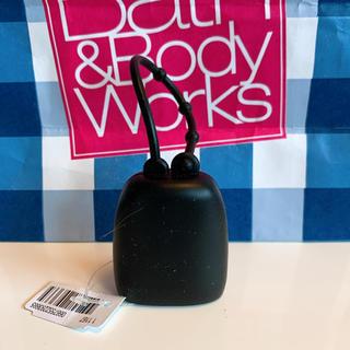 バスアンドボディーワークス(Bath & Body Works)の【新品】バスアンドボディワークス ジェル ホルダー ブラック(キーホルダー)