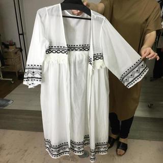 定価9800円+税 刺繍フリンジふんわりロングカーディガン 白