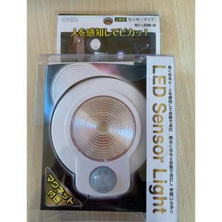 エルパ(ELPA)のOHM LED 光+人感センサーライト 新品未使用(蛍光灯/電球)