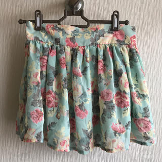 エムズエキサイト(EMSEXCITE)の花柄スカート(ミニスカート)