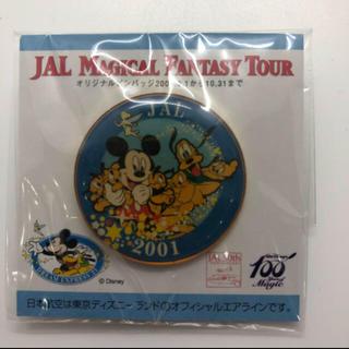 ディズニー(Disney)のディズニー 100周年 JAL 50周年 限定 ピンバッジ 2001(バッジ/ピンバッジ)