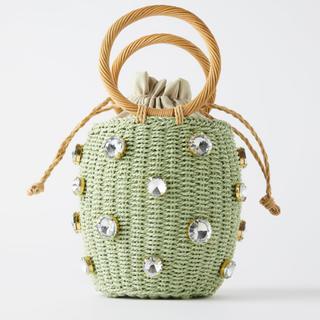 ザラ(ZARA)のラインストーン付きバスケットバッグ ピスタチオグリーン カゴバッグ ZARA好き(かごバッグ/ストローバッグ)