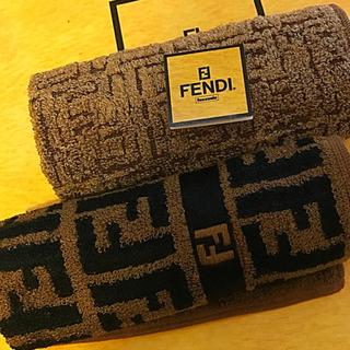 FENDI - 未使用 フェンディ  ハンカチタオル ズッカ ズッカ  シルク 混含む2枚セット