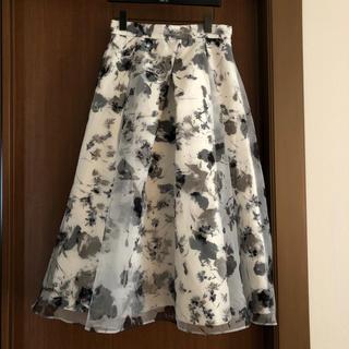 CELFORD ホワイト 黒 (ひざ丈スカート)