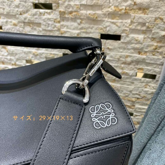 LOEWE(ロエベ)の【LOEWE ショルダーバッグ】 レディースのバッグ(ショルダーバッグ)の商品写真