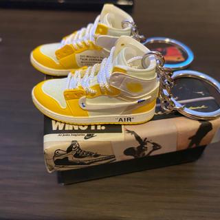 ナイキ(NIKE)のナイキ エアジョーダン ミニスニーカー キーホルダー 黄色両足(キーホルダー)