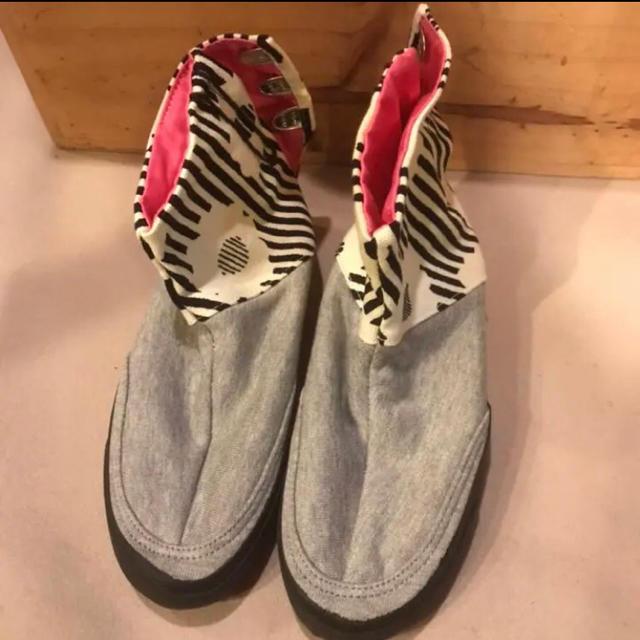 SOU・SOU(ソウソウ)のSOUSOU 先丸棟梁地下足袋 白菊×裏毛鼠2 23cm 足袋スニーカー  レディースの靴/シューズ(スニーカー)の商品写真