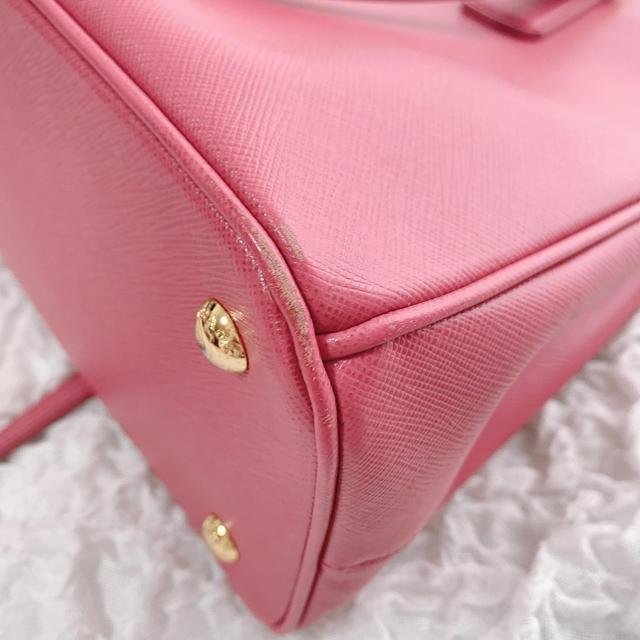 PRADA(プラダ)の最終値下げ プラダ 美品ハンドバッグ サフィアーノ ピンク 付属品全て有 レディースのバッグ(ハンドバッグ)の商品写真