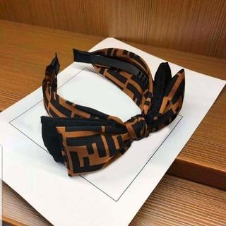 フェンディ(FENDI)の新品1点もの★ロゴ柄とってもかわいいカチューシャ(バンダナ/スカーフ)