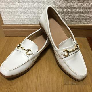 ジーユー(GU)のGU ビットローファー(ホワイト)(ローファー/革靴)