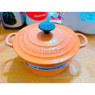 ルクルーゼ(LE CREUSET)の【一度使用美品】ルクルーゼ ココッロンド 18センチ ペールオレンジ(鍋/フライパン)