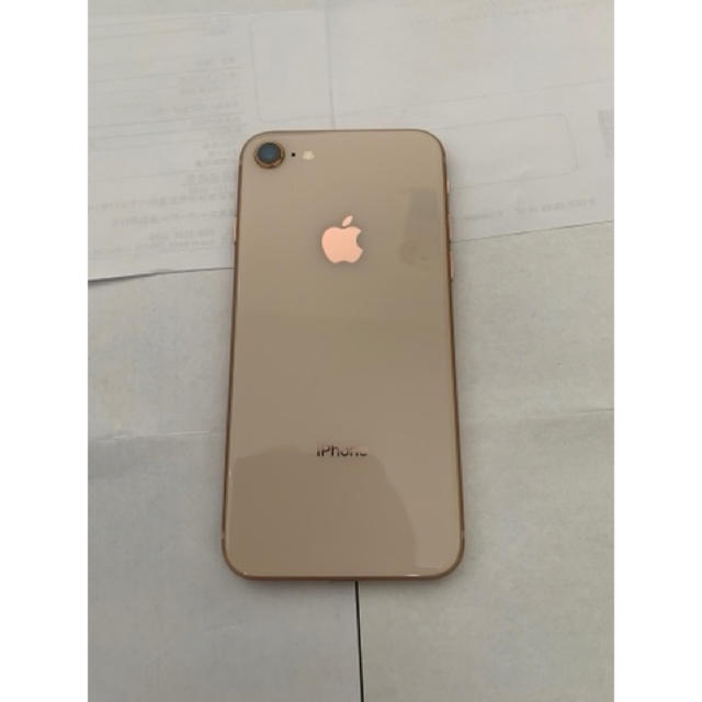 Apple(アップル)のiPhone8 64GB Gold SIMロック解除品 スマホ/家電/カメラのスマートフォン/携帯電話(スマートフォン本体)の商品写真