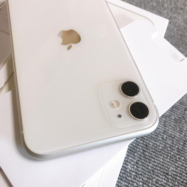 Apple(アップル)の新品同様 au iPhone11 64GB ホワイト色 スマホ/家電/カメラのスマートフォン/携帯電話(スマートフォン本体)の商品写真