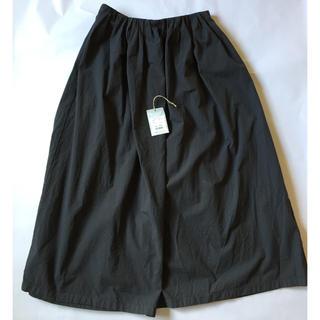 エヴァムエヴァ(evam eva)のEvameva random tuck skirt(ロングスカート)