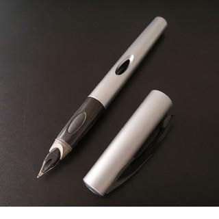 Pelikan - ほぼ新品 Pelikan ペリカン 万年筆 シルバー カートリッジ1本付き