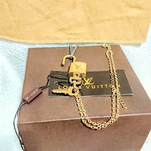 LOUIS VUITTON(ルイヴィトン)のルイヴィトン ゴールド カデナ南京錠、鍵2本付き! メンズのアクセサリー(ネックレス)の商品写真