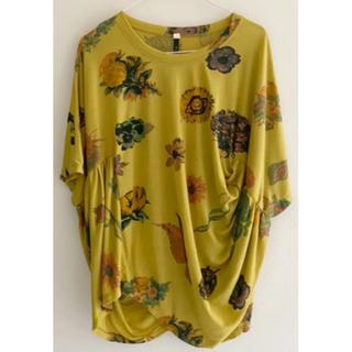 アチャチュムムチャチャ(AHCAHCUM.muchacha)のあちゃちゅむ お花 トップス   ボタニカル  シャーリング(Tシャツ(半袖/袖なし))