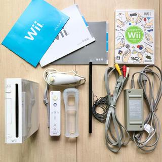 Wii 本体 ( リモコン 等付)+ はじめてのWii 【すぐ遊べる一式】