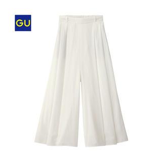 ジーユー(GU)の新品タグ付き GU イージースカンツ オフホワイト(カジュアルパンツ)