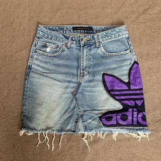 アディダス(adidas)のadidas リメイク デニムスカート(ひざ丈スカート)