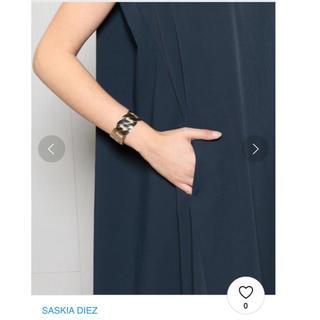 アパルトモンドゥーズィエムクラス(L'Appartement DEUXIEME CLASSE)の美品SASKIA DIEZ GRAND CUFF SILVER バングル(ブレスレット/バングル)