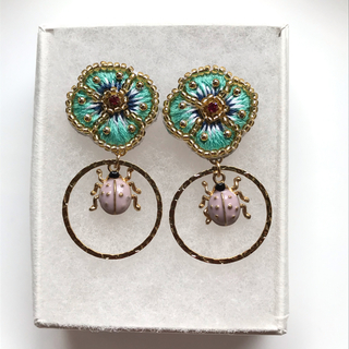 Lily Brown - flower beaded ピアス or  イヤリング