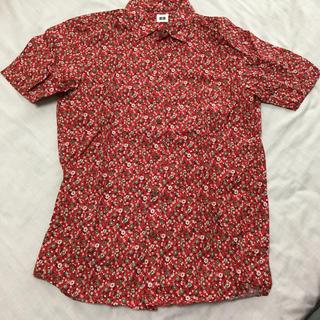 ユニクロ(UNIQLO)のユニクロ メンズ半袖コットン柄シャツ 小花赤(シャツ)