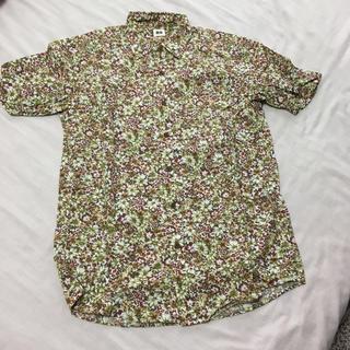 ユニクロ(UNIQLO)のユニクロ メンズ半袖コットン柄シャツ 大花茶緑(シャツ)