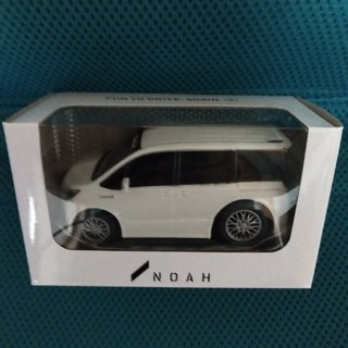 トヨタ NOAH プルバックカー(ミニカー)