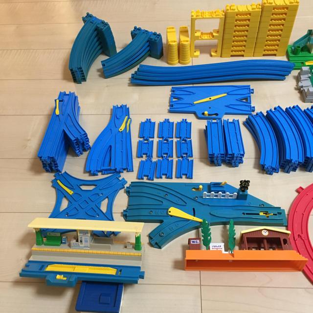 TOMMY(トミー)のプラレール  情景 レール 大量セット キッズ/ベビー/マタニティのおもちゃ(電車のおもちゃ/車)の商品写真