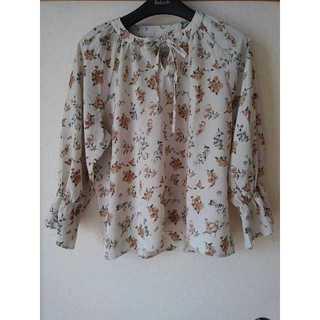 シマムラ(しまむら)の今年の春夏服 花柄 シフォン リボン きなり LL(Tシャツ(長袖/七分))