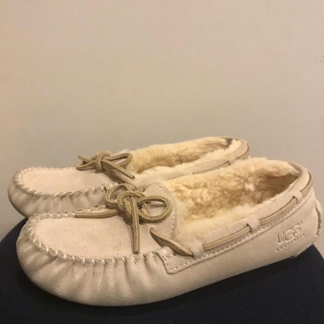 UGG(アグ)の【21.5cm】アグ UGG モカシン ダコタ レディースの靴/シューズ(スリッポン/モカシン)の商品写真