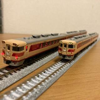 カトー(KATO`)のキハ80 5連編成(鉄道模型)