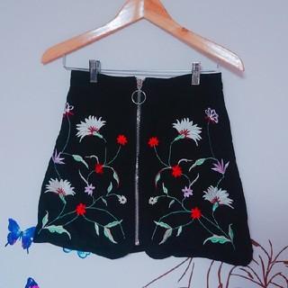 ZARA - 刺繍 高級 ブラック 台形 スカート