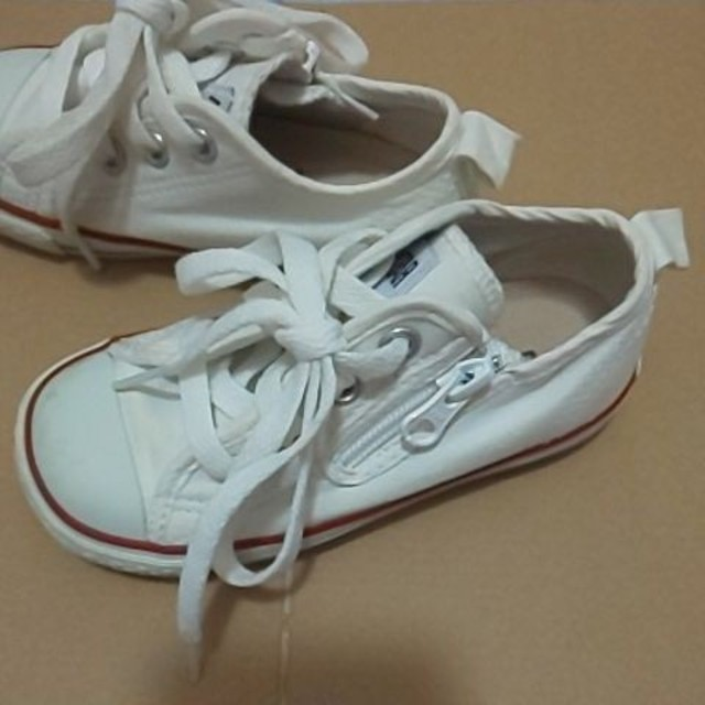 CONVERSE(コンバース)のコンバース 白 スニーカー キッズ/ベビー/マタニティのキッズ靴/シューズ(15cm~)(スニーカー)の商品写真