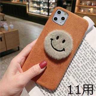【iPhone11用】ブラウンのふわふわニコちゃんケース(iPhoneケース)