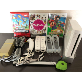 ウィー(Wii)のwii 本体+ソフト3本セット(家庭用ゲーム機本体)