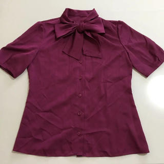 ナチュラルビューティー(NATURAL BEAUTY)の深みのあるブドウ色のブラウス(シャツ/ブラウス(半袖/袖なし))